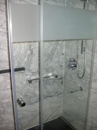 DoubleTree Istanbul OldTown: shower