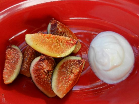 Bella Luna Inn: figs from their tree