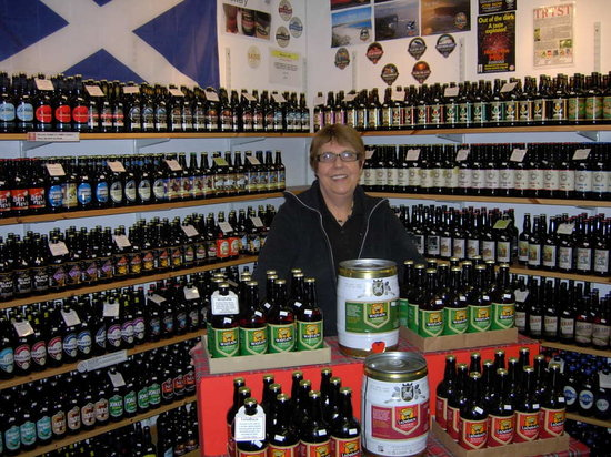 Callander, UK: Rita in the Scottish Real Ale Shop