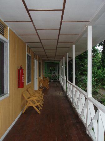 La Baula Lodge: pasillos de las casitas-habitación