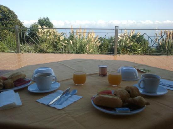 Hotel Rural Casablanca: Desayuno en la terraza