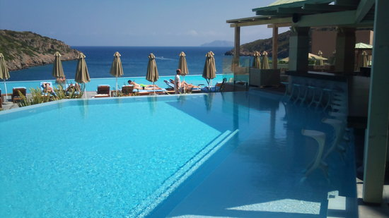 Daios Cove Luxury Resort & Villas: bar piscine