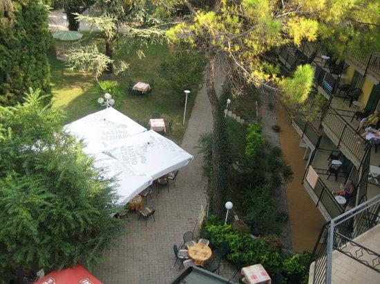 Hotel Palme & Suite: The bar below, but not a problem
