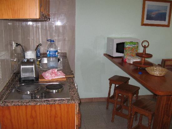 Bungalows Castillo Playa: Kitchen area