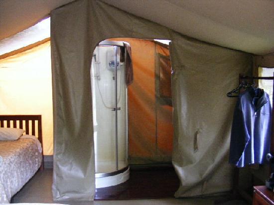 Wildebeest Eco Camp: En suite facilities.