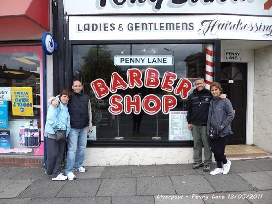 The Beatles Fab Four Taxi Tour: En la famosa barbería en Penny Lane