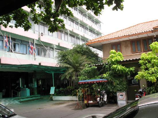 โรงแรมมาเลเซีย: hotel entrance