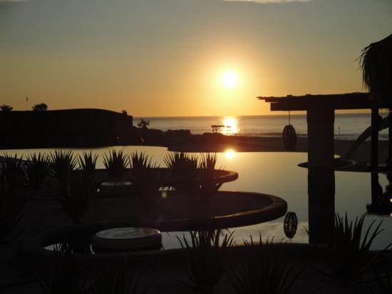 Las Ventanas al Paraiso, A Rosewood Resort: Nascer do Sol na piscina