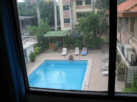 Malaysia Hotel: pool from 2nd. floor room