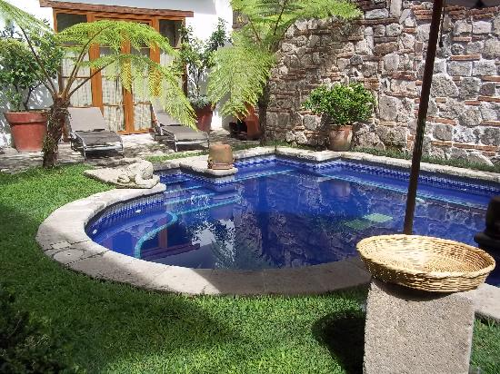 Palacio de Dona Leonor: Small nice pool
