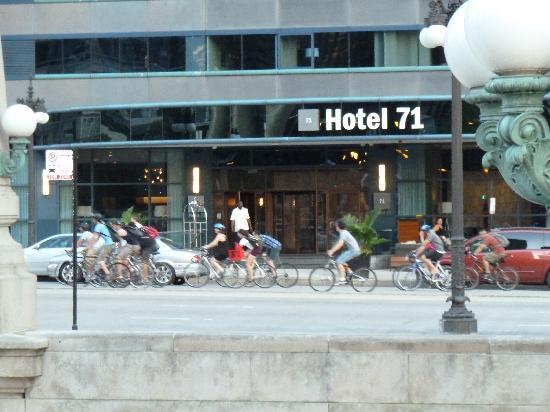 Wyndham Grand Chicago Riverfront: Entrada del hotel