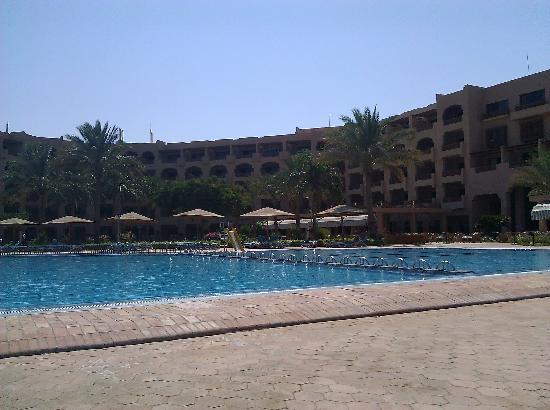 Continental Hotel Hurghada: Hotel and pool