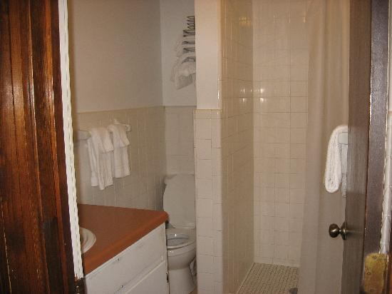 Rock Cabin Camping: clean bathroom with shower stall