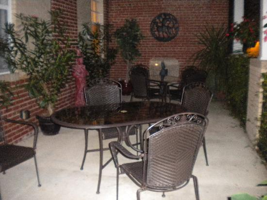 Hotel Riverwalk: The Clarendon Inn's back porch