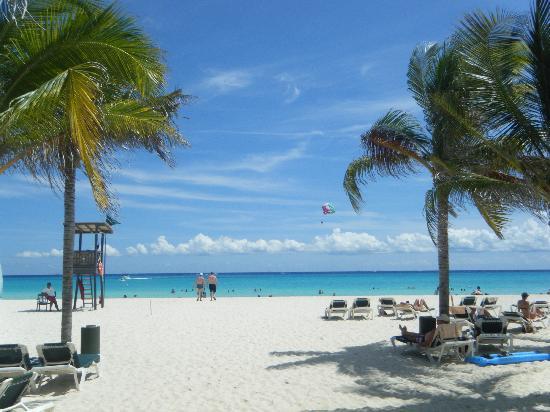 Hotel Riu Playacar: beach at Riu Playacar