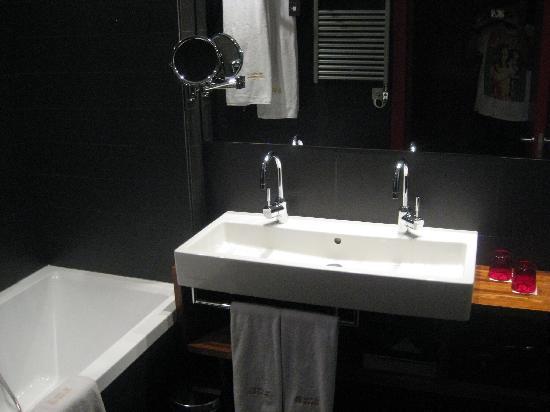 โรงแรมพูลแมน บาร์เซโลน่า สกิปเปอร์: Bathroom