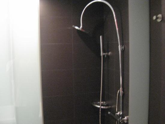โรงแรมพูลแมน บาร์เซโลน่า สกิปเปอร์: shower