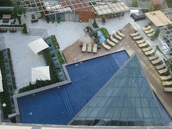 โรงแรมพูลแมน บาร์เซโลน่า สกิปเปอร์: Ground floor pool