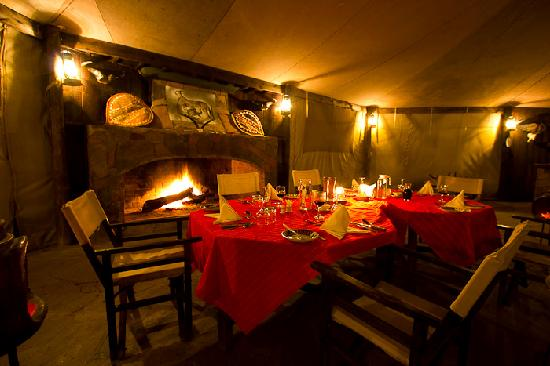 ‪‪Cheetah Tented Camp‬: Dinner setting‬