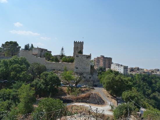 Castello di Lombardia (Enna): The castle from Rocca di Cerere