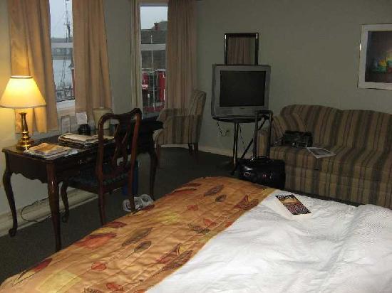 Brigantine Inn: The bay window
