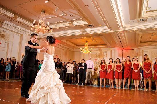 Hilton Woodcliff Lake: Gorgeous ballroom from our wedding photo teasers