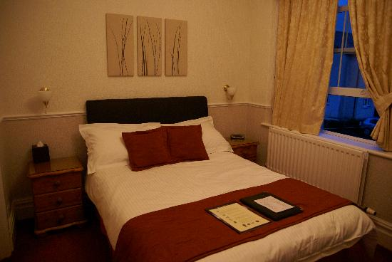 Badgers Wood Guest House: Bed