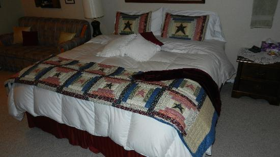 Wyndhaven Cottage Bed and Breakfast. : The great bed!!