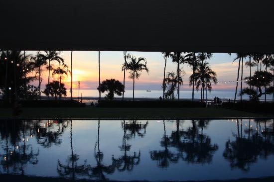 Skycity Darwin : Sunset over pool