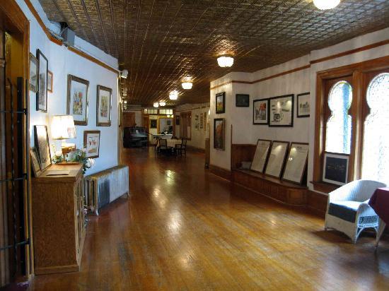 Miramont Castle Museum: Miramont Castle - Grand Hall upstairs