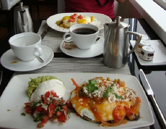 Huntley Santa Monica Beach: Tasty rooftop breakfast