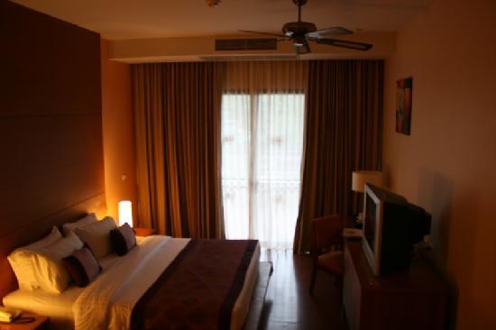 อ่าวนาง คลิฟฟ์ บีช รีสอร์ท: The room is smaller than advertised and has no light