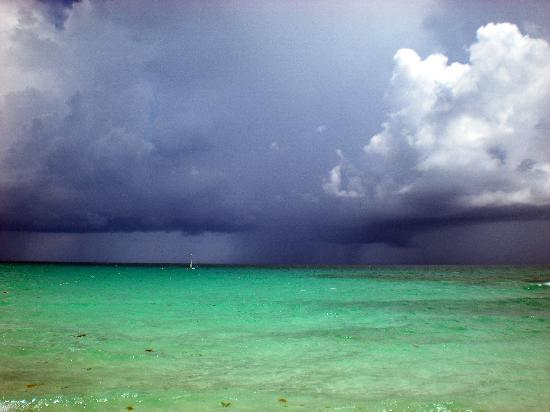 Valentin Imperial Riviera Maya: storm rolling in