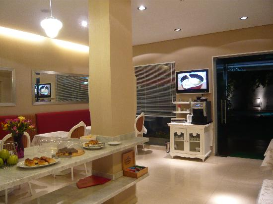 Duque Hotel Boutique & Spa : Coffee and pies at night