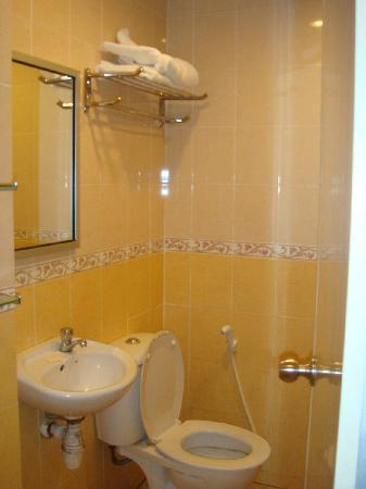 Hotel City View: toilet