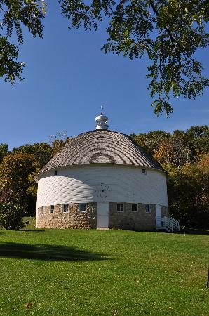 Round Barn Farm Bed, Breakfast, and Bread: Round Barn