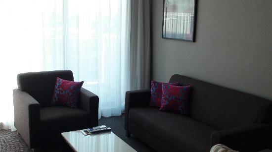 Meriton Serviced Apartments Aqua Street, Southport: Living Room
