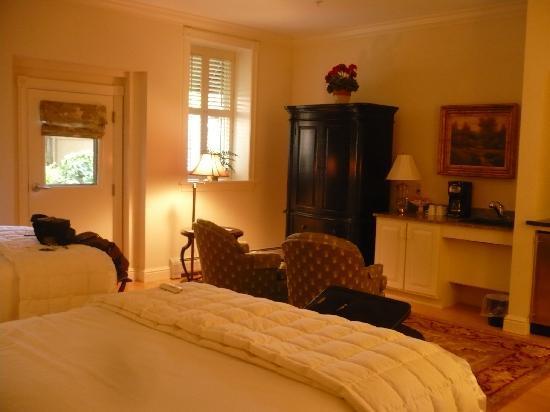 Belfast Bay Inn: Our room