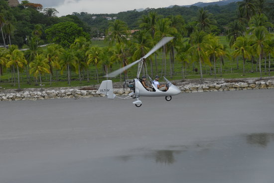 Fly with us Costa Rica : Beach surfing