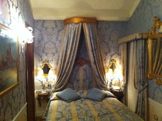Hotel Canal Grande: Our Room