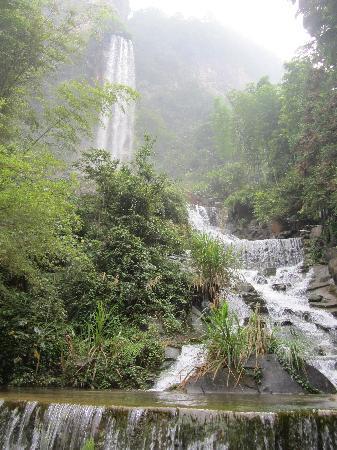 Zhangjiajie National Forest Park: Baofang lake waterfall