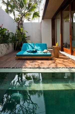 Maca Villas & Spa: shaded daybed