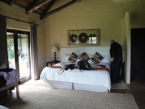 Kariega River Lodge: Very comfy bed