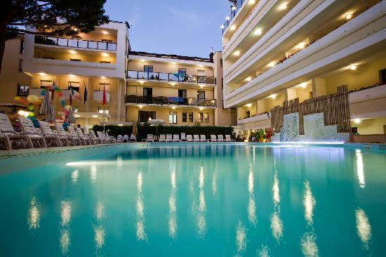 Club Family Hotel Executive: Piscina
