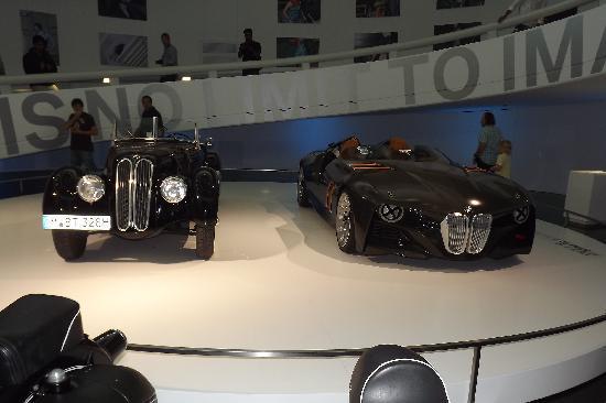 พิพิธภัณฑ์บีเอ็มดับเบิลยู: vehicle exhibit