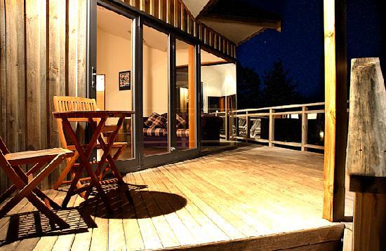 Sandspit Retreat: 1 Bedroom Cottage decks