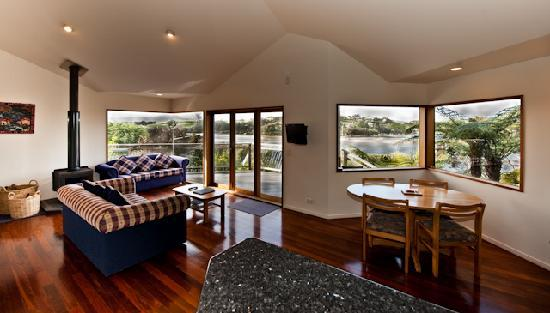 Sandspit Retreat: 1 bedroom cottage View from Lounge to outside estuary/bush view
