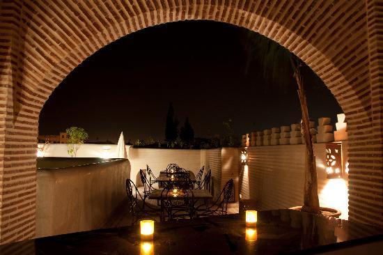 Riad Granvilier : Terrasse du Riad le soir