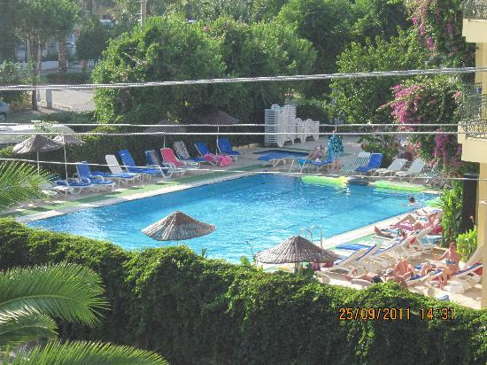 Nur Apart: Sinem Aparts swimming pool