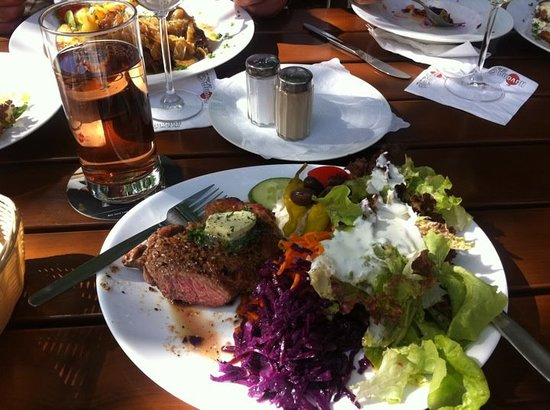 Schlossgartenrestaurant Blaues Loch: Meat & Salad